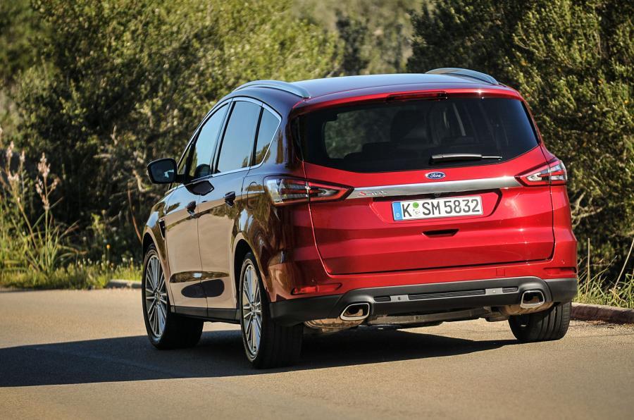Ford S-max 2015 - вид сзади